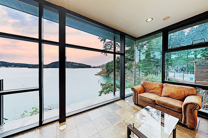 New Listing! Waterfront Home w/ Rooftop Kitchen