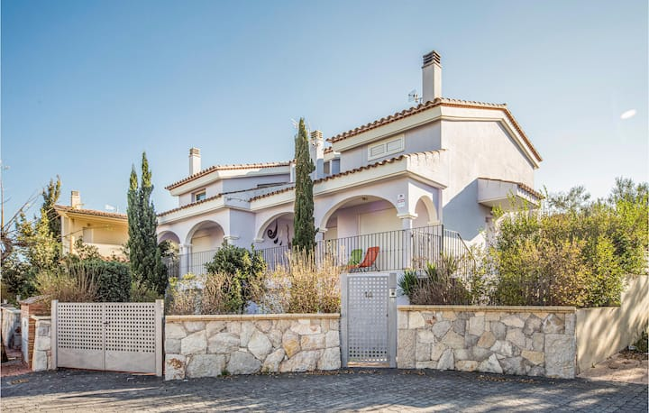 Amazing home in Peñiscola with 3 Bedrooms and Outdoor swimming pool