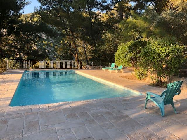 T2 indépendant en bas de villa, piscine avec vue