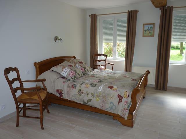 Une chambre de 22m2 avec un lit de 190 par 170