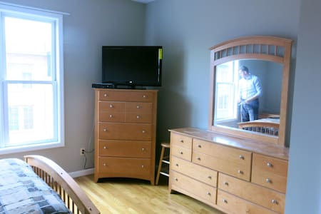 Room in downtown Glen Rock - Glen Rock