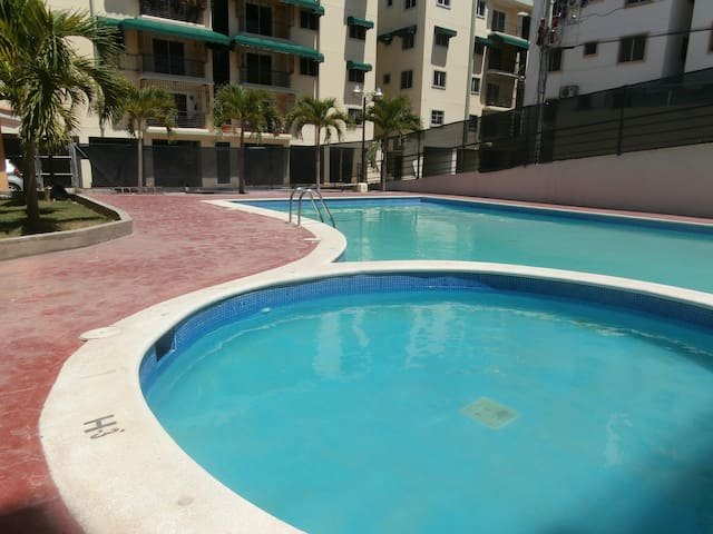 ENTIRE APARTMENT POOL,8 PERSONS, - Santo Domingo Oriental - Wohnung
