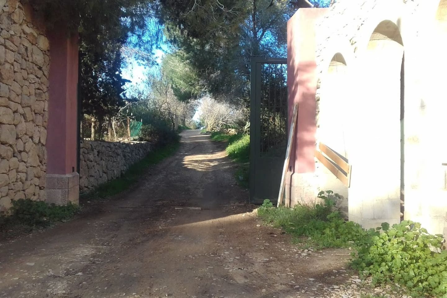 Entrance to the Bet Hagat compound