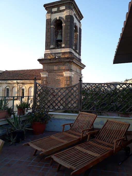 Terrazzo e campanile della chiesa Ss. Apostoli