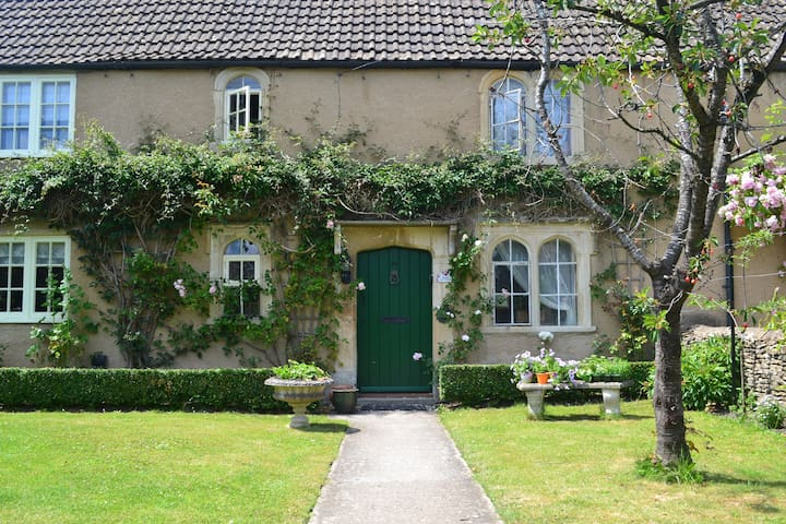Stunning Grade II listed cottage in the Cotswolds