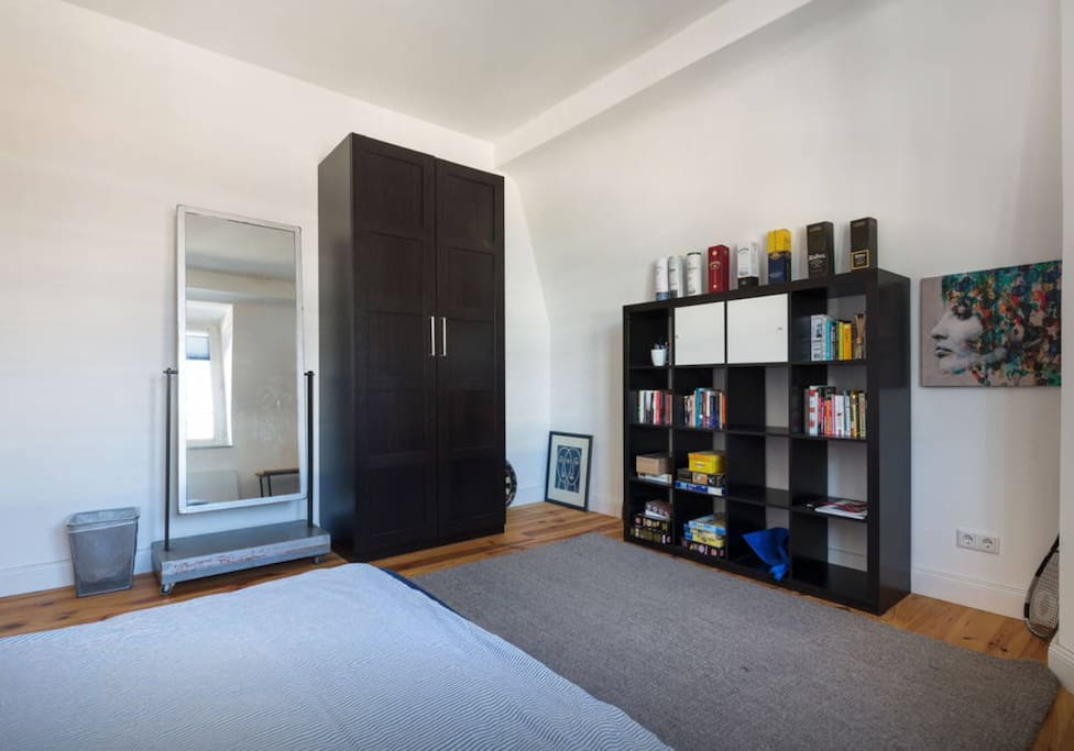 gem tliches zimmer neben vodafone lofts zur miete in d sseldorf nordrhein westfalen deutschland. Black Bedroom Furniture Sets. Home Design Ideas