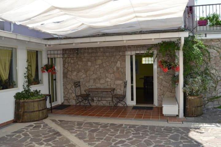 Appartamento in villa stile inglese -ingr  privato
