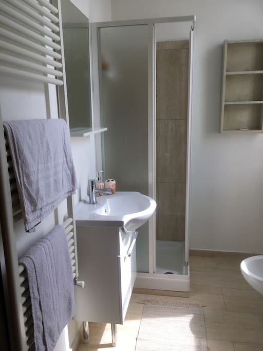 L camera matrimoniale bagno privato pernottamento e for Camera matrimoniale e piani bagno