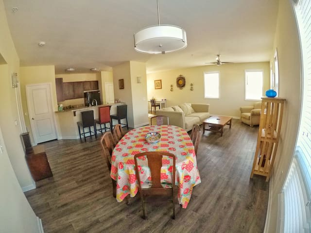 The QUIET OASIS, clean, quiet 2BR near Downtown