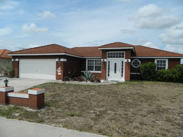 Florida home on Canal with private fishing dock - Port Charlotte - House