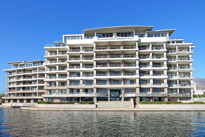Royal V&A Waterfront 2 Bed 2.5 Bath Luxury
