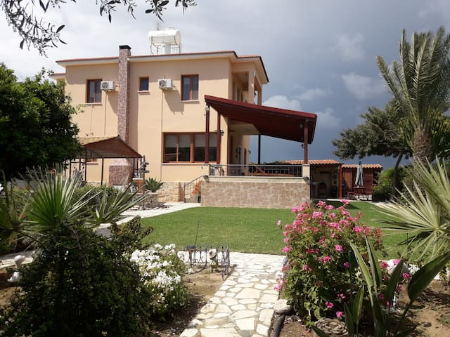 MARIOS BEACH VILLA- a spacious 4 bedroom villa