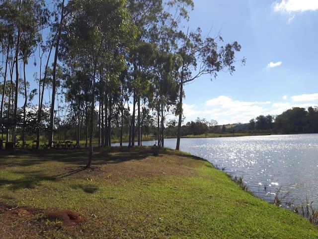 Casa de Campo de frente para o Lago