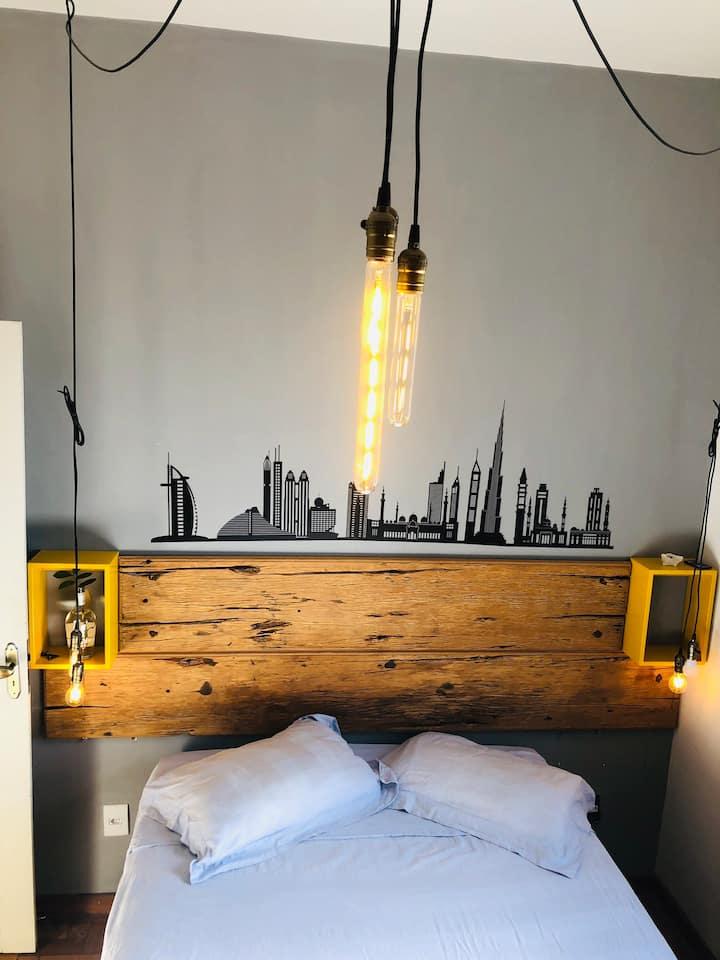 Quarto confortável em apartamento aconchegante