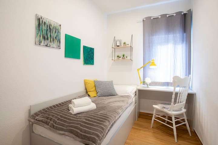 A bedroom with a single bed