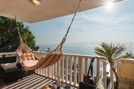 Chill & View Studio Apartments - Stobreč - Bed & Breakfast