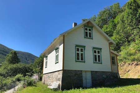 Erdal - Gamle skulehus (Lærdal)