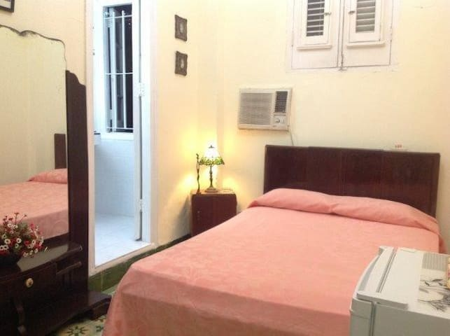CORAZON DEL VEDADO Room1(WIFI+1h Internet GRATIS)