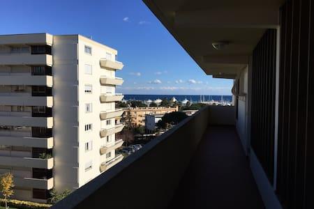 Chambre proche Vieille Ville, port, gare et plages - Antibes - Appartement