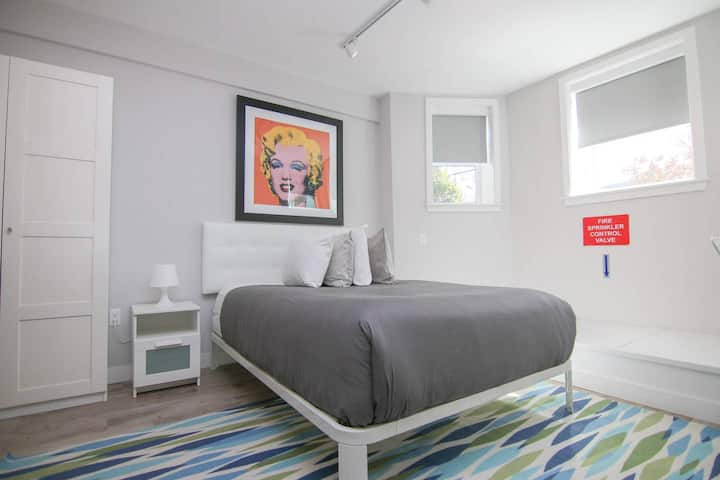Stylish studio in Brookline-5min train to Boston; #2