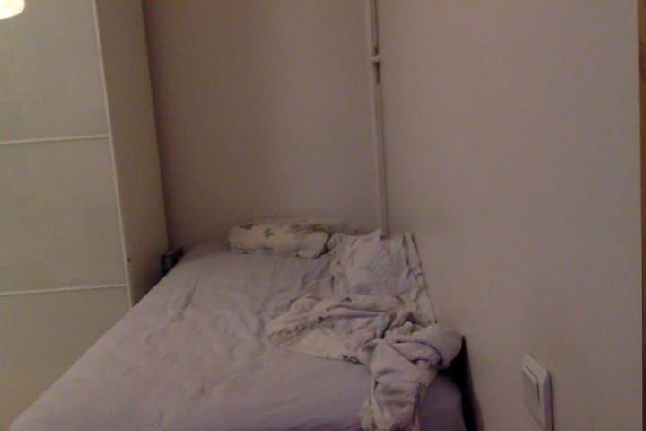 Nice room in atilim - Kadıköy - Departamento