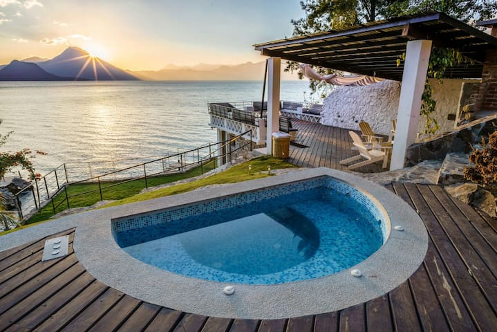 5 Bd Lakefront villa in with amazing views - Santa Catarina Palopó