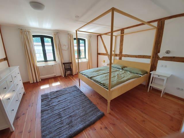 Das Doppelschlafzimmer im ersten OG aus der anderen Perspektive