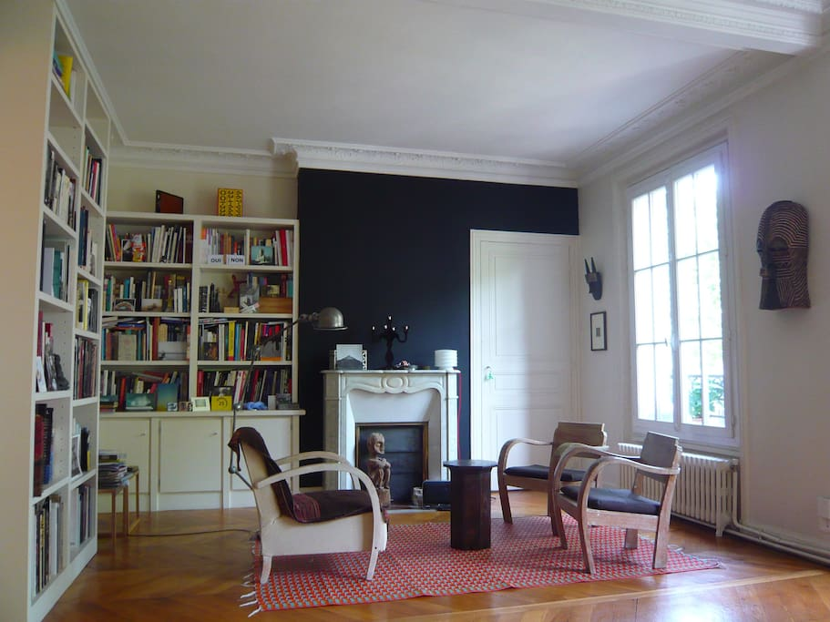 The double livingroom with the original moulding ceiling  fireplace and wooden parquet