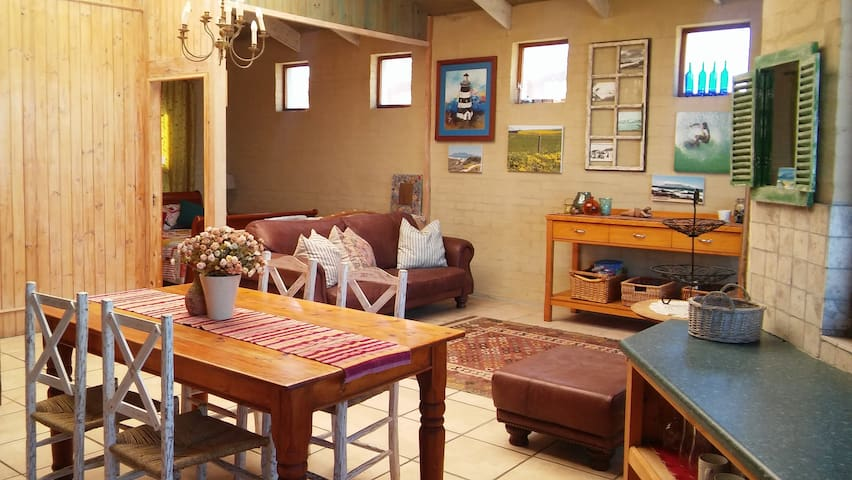 On the Beach with spectacular Table Mountain view - Kaapstad - Appartement