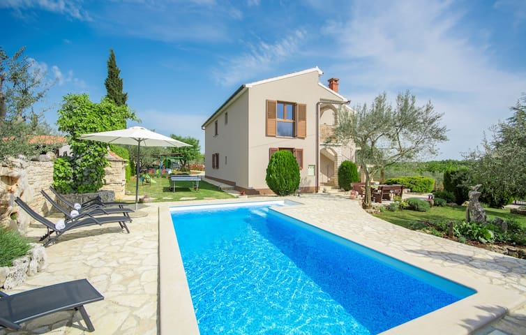 Attractive Villa Christina with Private Pool near Sv. Lovrec