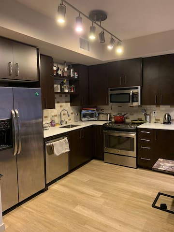 Luxury apartment walking distance to the Downtown