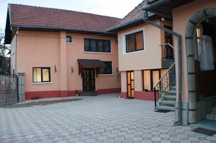 One double bedroom close to Bran Castle.