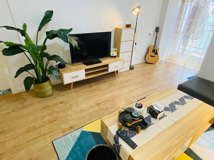 东郊记忆旁一室一厅温暖现代小房间