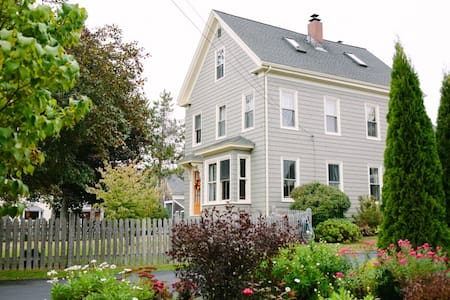 Quaint 1890's farmhouse near ocean - Saco - Dom