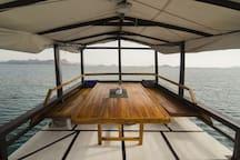 Phinisi Ara Jaya (Komodo sailing trip)