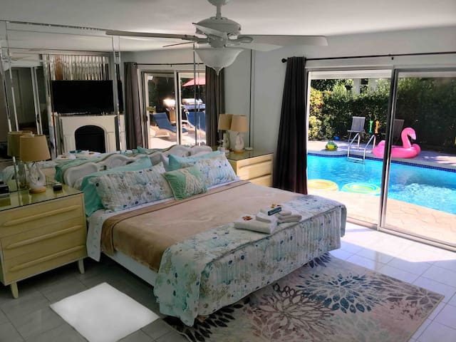 CLEAN, pool, by beach, freebies, laundry, kitchen