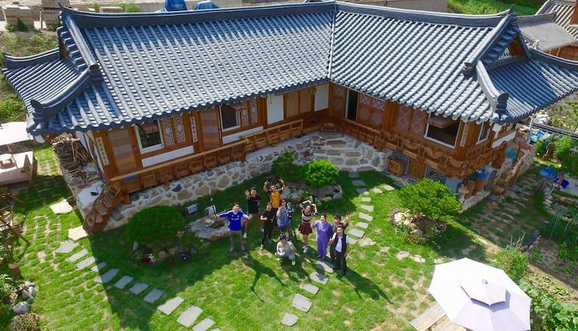 고품격 한옥펜션 우산정사 - 단양한옥마을 - Gagok-myeon, Danyang-gun - Pensión (alojamiento típico coreano)
