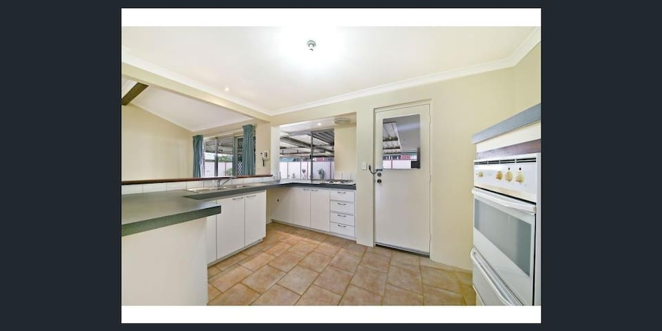 beautiful house and comfortable room舒适温馨阳光绿地大房 - Huntingdale - 一軒家