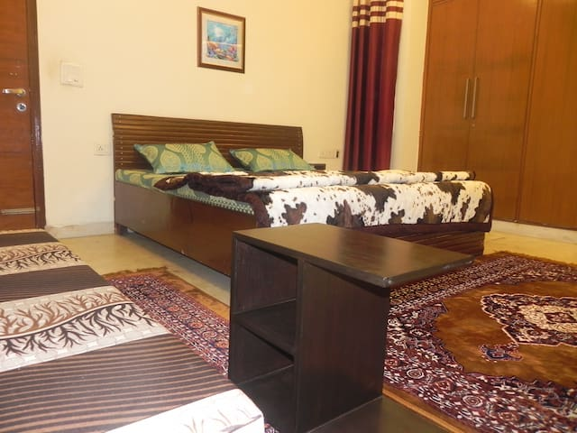 A Best Place in New Delhi+ Kitchen+ Dinning Room - Delhi - Apartment