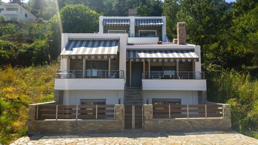 Grand Villa Ntinas