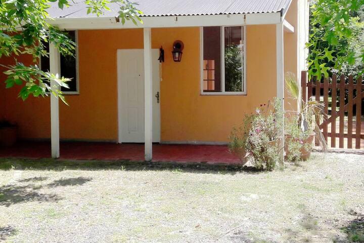 Bonita casa con jardin y pileta.  Cerca de AA Polo