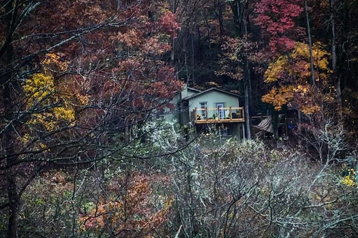 CreekSide Acres:  perfect get-a-way on 10 acres