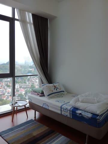 TWINS DAMANSARA HEIGHTS ENSUITE COSY ROOM - Kuala Lumpur - Selveierleilighet