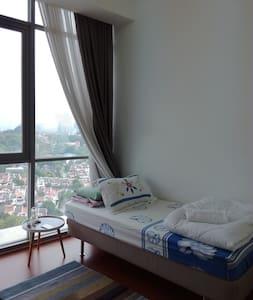 TWINS DAMANSARA HEIGHTS ENSUITE COSY ROOM - Kuala Lumpur - Lejlighedskompleks