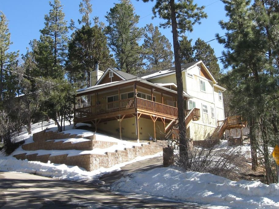 Private mountain cabin on quiet cul de sac cabins for for Big bear 2 person cabin