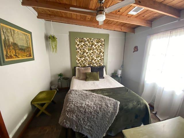 Queen bedroom main floor