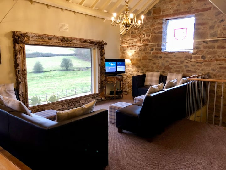 Barn with Hot Tub + private use of pool sleeps 6