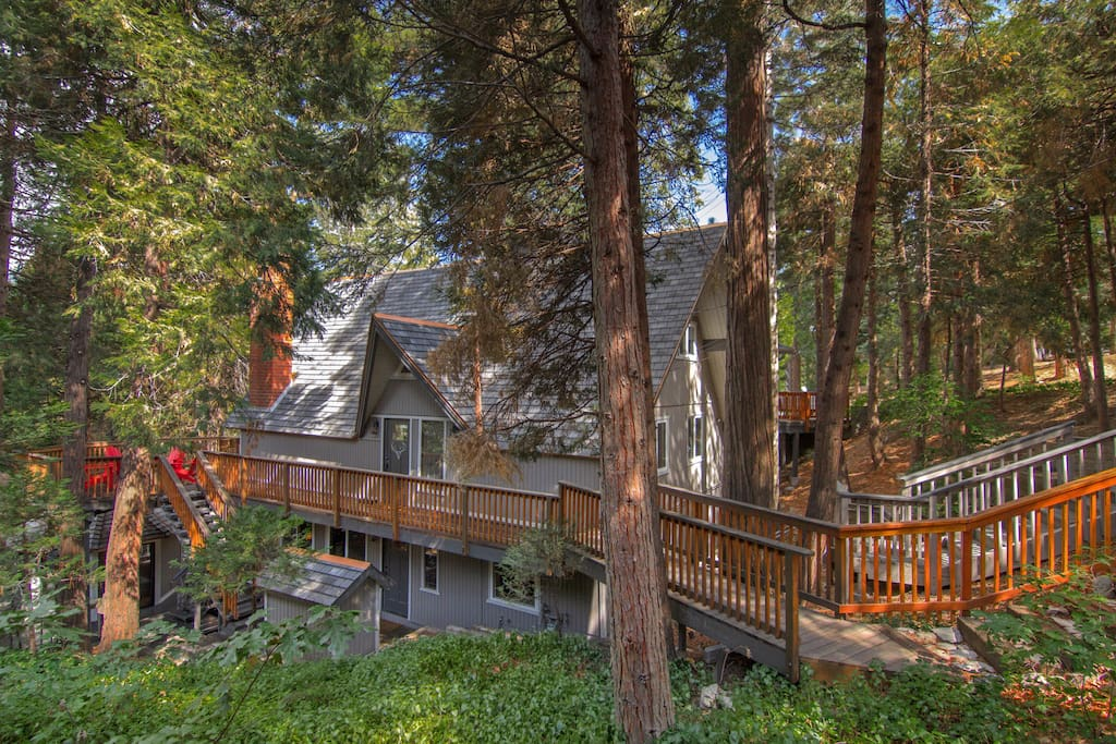 Four level cabin with plenty of space to spread out and accommodate large extended families.