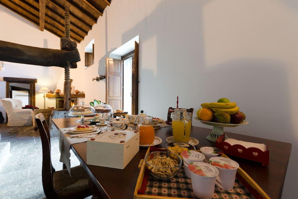"""La colazione nell'antico """"Palmento"""" del 1703"""