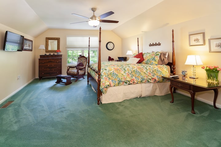 Furnished Private Suite-Private Entrance